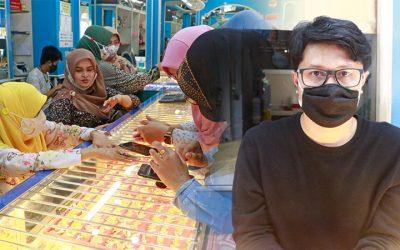 """ย่านการค้าใจกลางเมืองยะลาคึกคัก  ใกล้วันรายอ """"อีฎิ้ลฟิตตรี"""" ชาวไทยมุสลิมในพื้นที่ ต่างนำทองออกมาขายหรือแลกเปลี่ยนเพื่อใช้ในวันเฉลิมฉลอง ด้านร้านค้าทองโอด!! ลูกค้าลดลงผลกระทบจากโควิด-19"""
