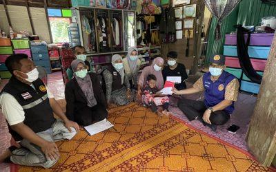 ศูนย์ปฏิบัติการช่วยเหลือเยียวยาฯ จังหวัดนราธิวาส มอบเงินช่วยเหลือเยียวยา ให้กับทายาท นายสมจิต สุขใจ เสียชีวิต จากเหตุคนร้ายใช้อาวุธปืนยิง เมื่อวันที่ 28 มีนาคม 2564